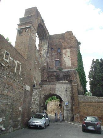 Arco di Dolabella