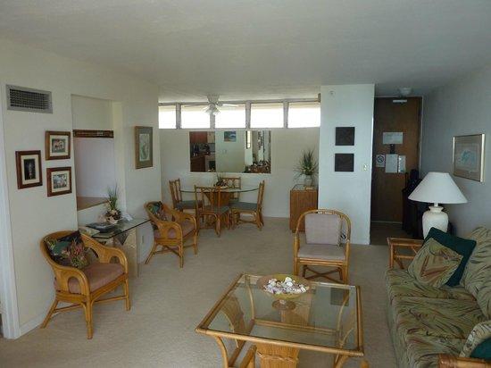 Royal Kahana: Living and Dining Rooms