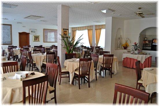 Elegante sala da pranzo... - Bild von Hotel Gianfranco, Torre ...