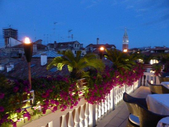 Hotel a La Commedia : Uitzicht terras