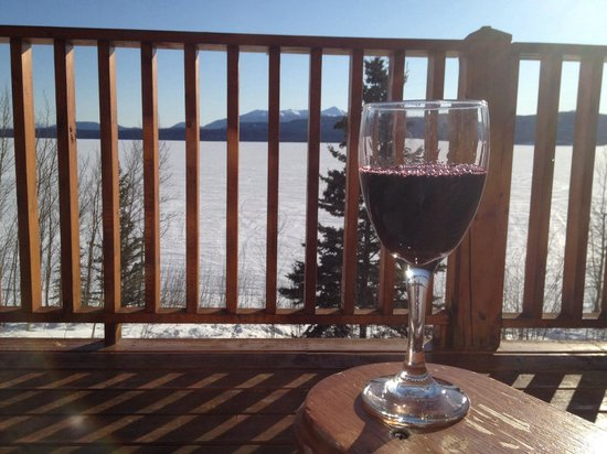 Inn On The Lake: Glass of wine on the deck