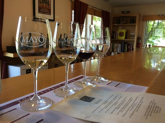 Mayo Reserve Room: Wine Pours