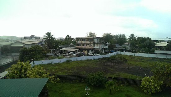 Hotel Sarah Nui : Room without a view, not that we were promised one