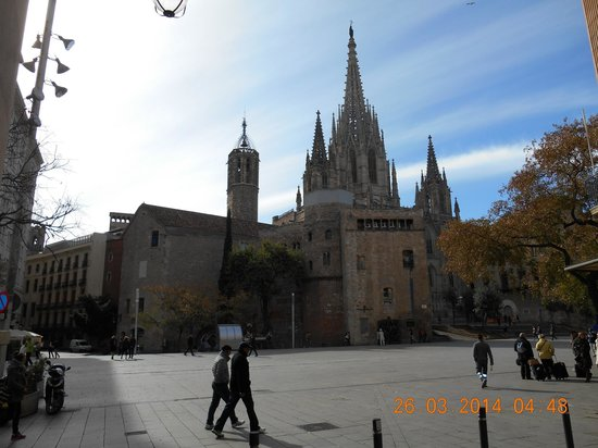 Catedral de Barcelona: first sight of the exterior of this cathedral