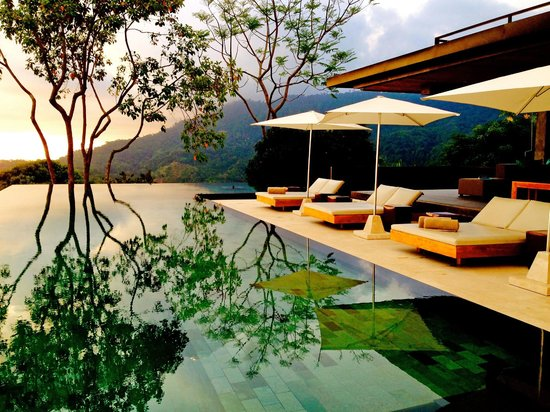 Kura Design Villas Uvita: As the sunset comes.. maybe with a drink?.. so cool..
