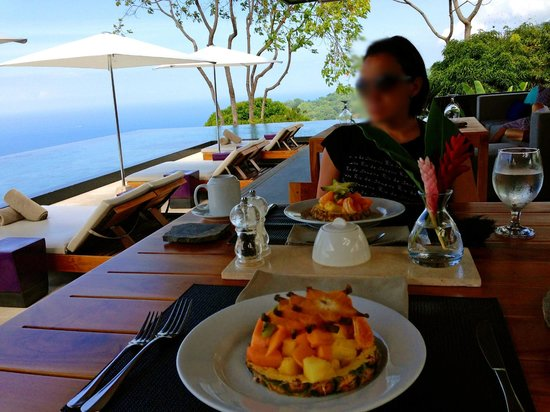 Kura Design Villas Uvita: Breakfast with a view..