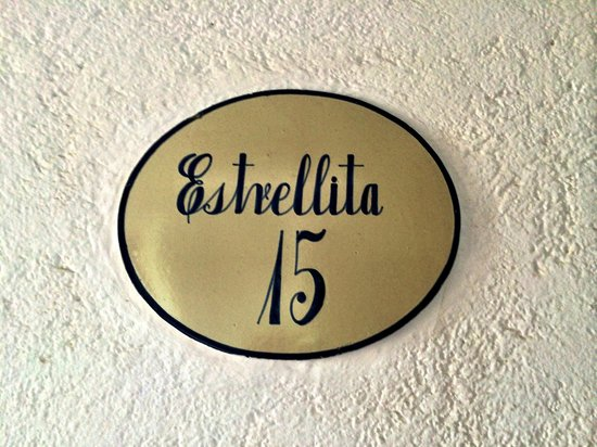 La Casa Que Canta: Our room name