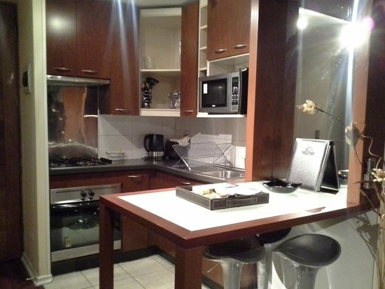 Apart Altamira : Cozinha simples, porém funcional. Possui panelas, talheres, tacas, copos, etc.