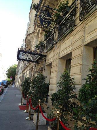 Hotel Kleber Champs-Elysees Tour Eiffel Paris: Die Außenansicht stimmt wenigstens...