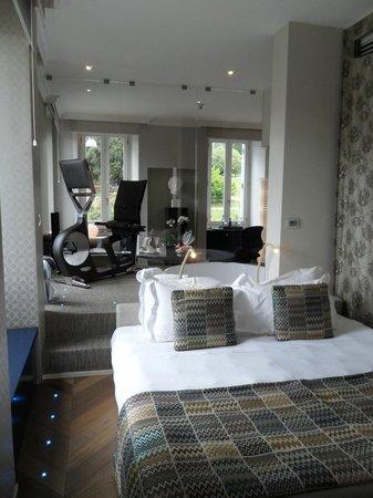Palazzo Manfredi - Relais & Chateaux: SdB vue de la chambre