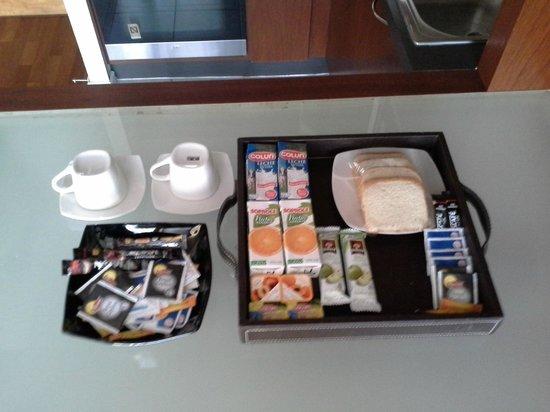 Apart Altamira : Café da manhã servido pelo Altamira. Os cerais podem variar com bolo ou iogurte.