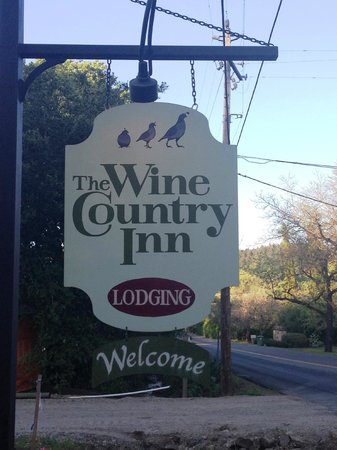 Wine Country Inn & Cottages : Welcome sign