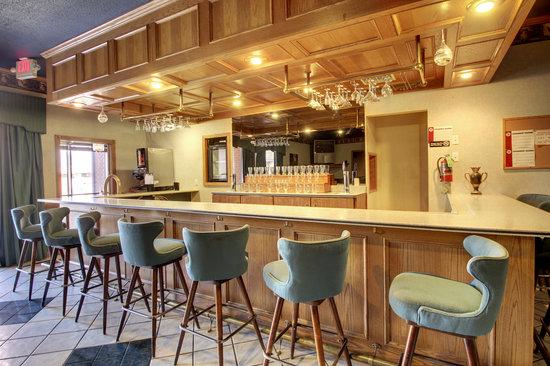 Eagle's Nest Hotel & Conference Center: Lounge