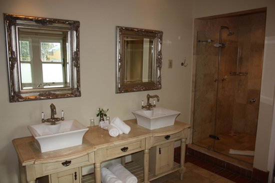 Franschhoek Country House & Villas: bathroom