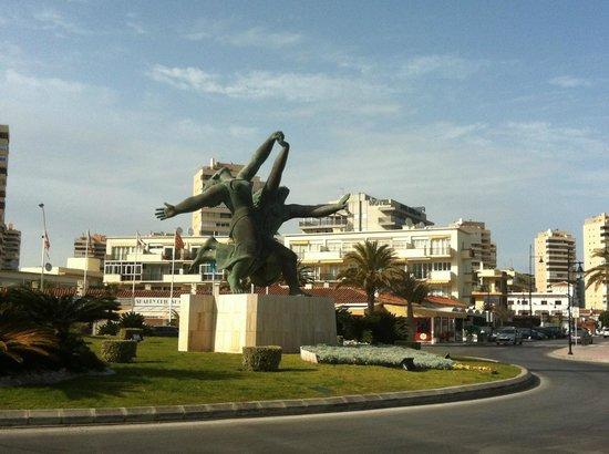 "Playa El Bajondillo: ""Рабочая и Колхозница"""