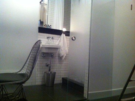 Pod 39 Hotel: Pod 39; bathroom in mini-bunk room