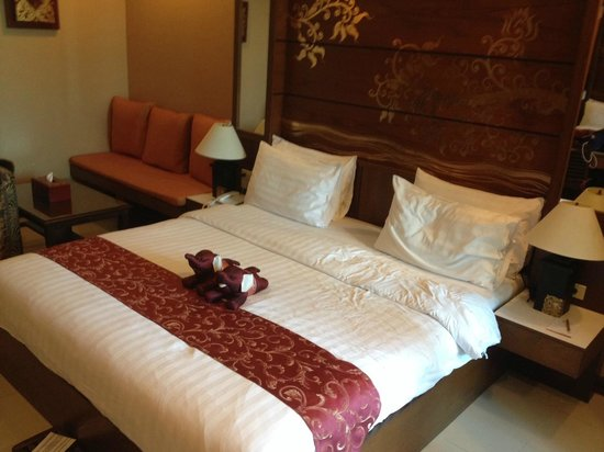 Mariya Boutique Residence at Suvarnabhumi Airport: bed with elephants