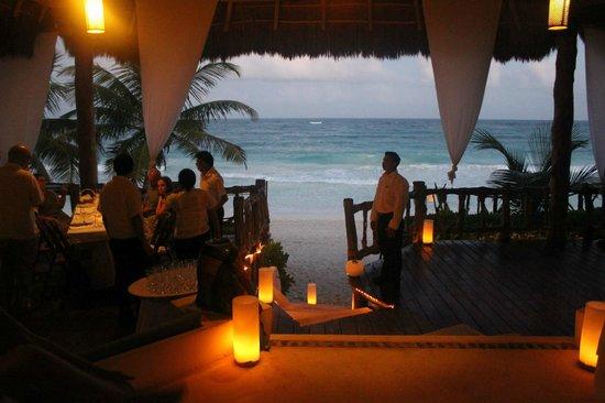 Las Ranitas Eco Boutique Hotel: palapa during wedding reception