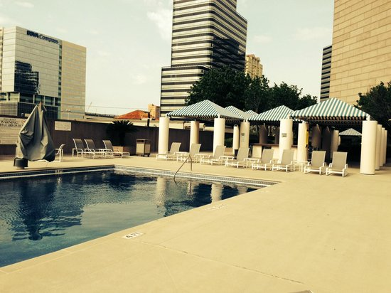 Hilton Houston Post Oak by the Galleria: poolside