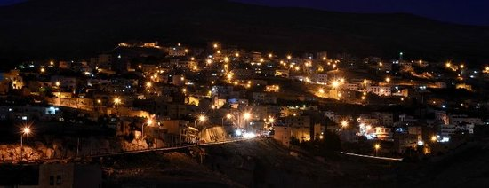 Movenpick Resort Petra : Night view of town from room