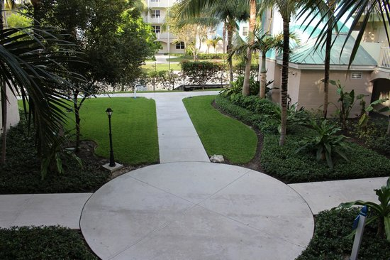 Atlantis - Harborside Resort: Building court yard