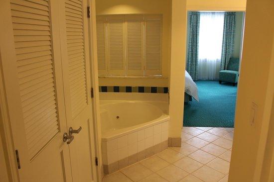 Atlantis - Harborside Resort: Bathroom in main unit