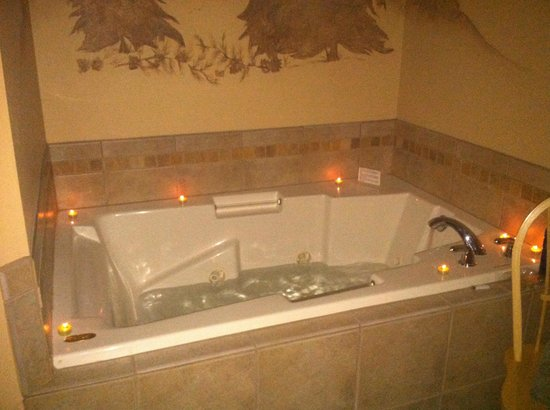 River Stone Resort and Bear Paw Suites: Jacuzzi tub