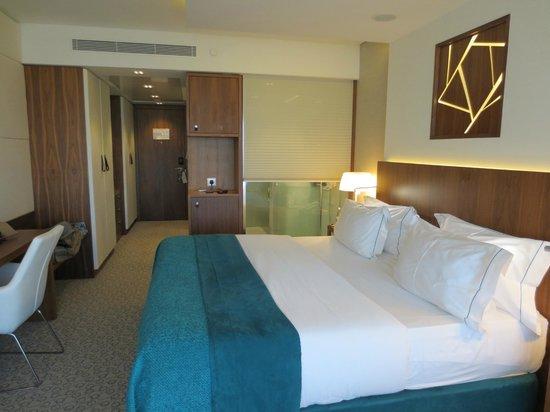 EPIC SANA Lisboa Hotel: King Sized Bed