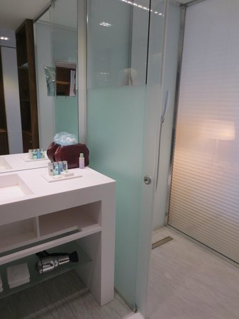 EPIC SANA Lisboa Hotel: Bathroom