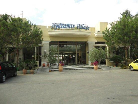 Hydramis Palace Beach Resort: Парадный вход