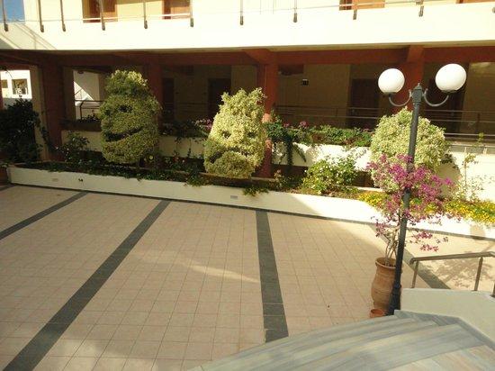 Hydramis Palace Beach Resort: Территория отеля