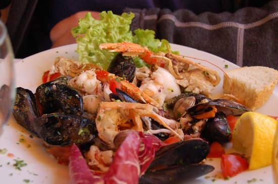 Ristorante Il Gambero Rosso: Seafood salad- a meal on it's own!