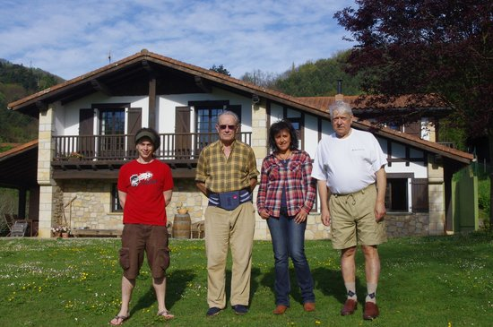 Artizarra: The lady of the house, her father and we