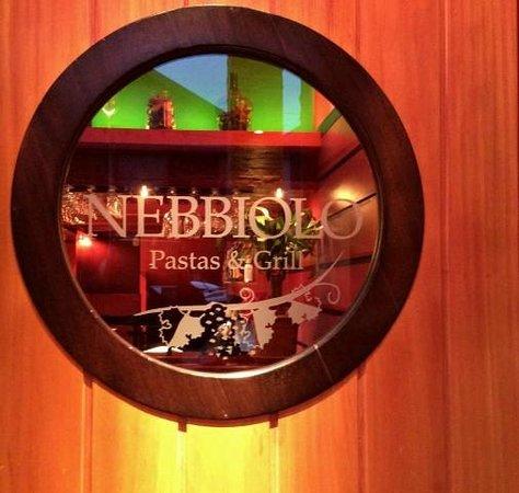 Puerta de ingreso a Nebbiolo