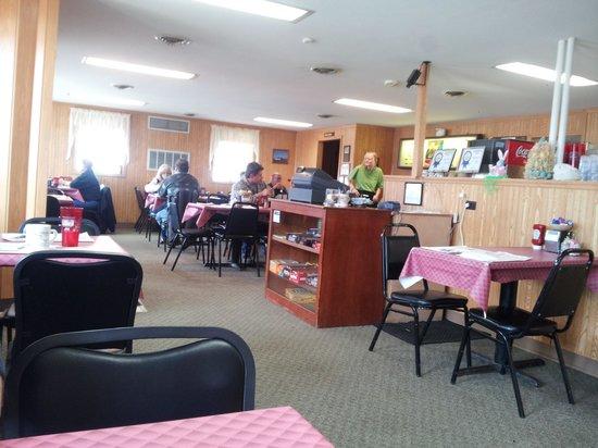 Hilltop Inn: main dining room