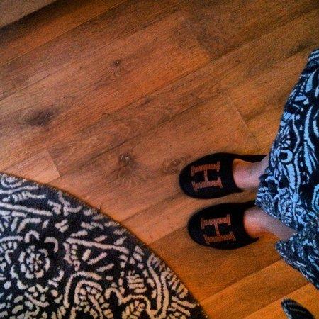 G&V Royal Mile Hotel Edinburgh: matchy - matchy robe and decor