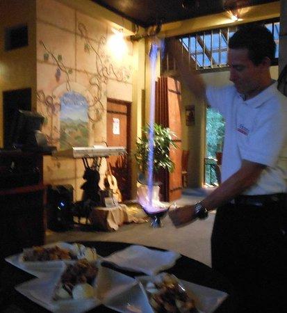 Victoria's Gourmet Italian Restaurant: Bananas Flambe!