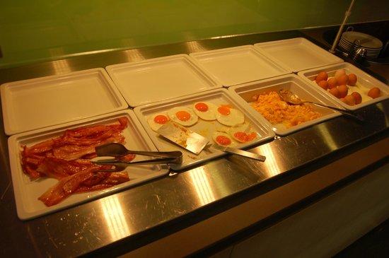 Aktivhotel Santalucia: Ei und Bacon, der Tag ist gerettet...