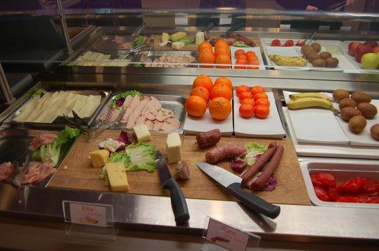Aktivhotel Santalucia: Reiche Wurst und Käse Platte