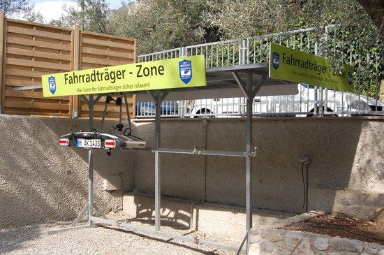 Aktivhotel Santalucia : Auto-Fahrradträger Regal