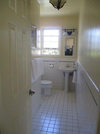Marina Motel: Well equipped Bathroom