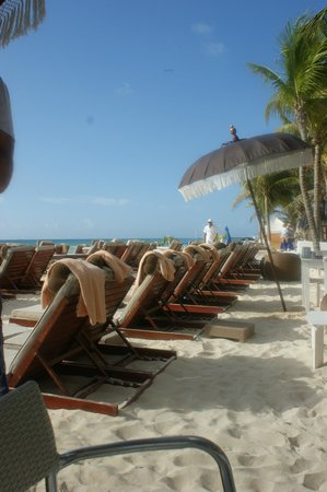 El Taj Oceanfront & Beachside Condos Hotel: beach club