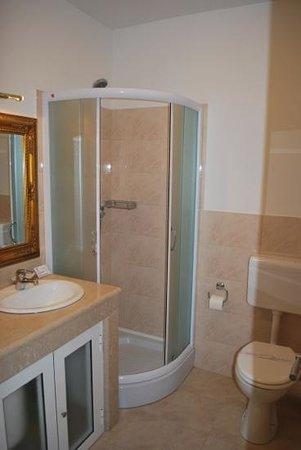 Villa Triana : the bathroom