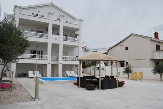 Villa Triana : the villa