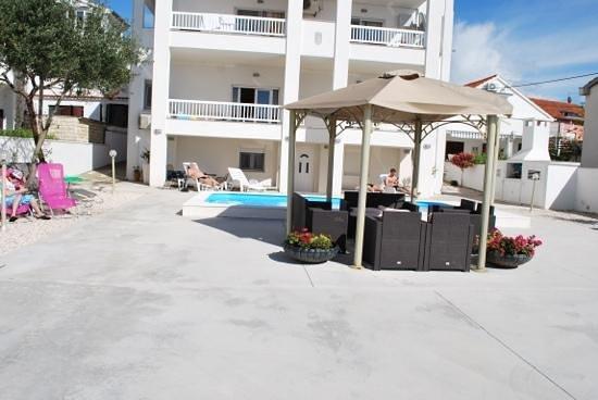 Villa Triana: the pool area