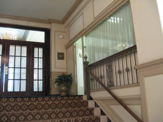 Francis Marion Hotel: Steps to entrance / exit