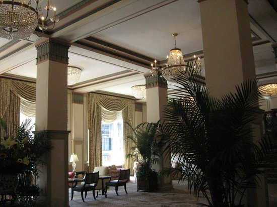 Francis Marion Hotel: Sitting area off from lobby