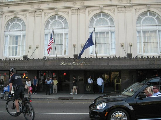 Francis Marion Hotel: Grand impressive hotel front