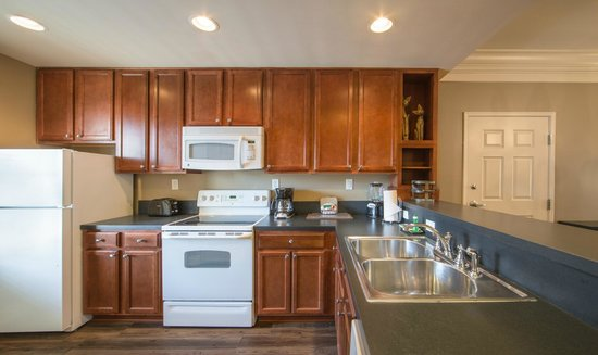 Holiday Inn Club Vacations Williamsburg Resort : Fully equipped kitchen