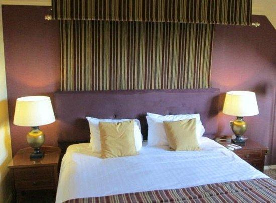 Billesley Manor Hotel: Massive comfy bed